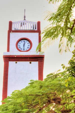 木の時計塔