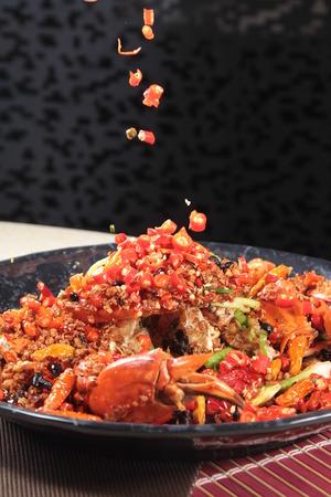 Een keukenfoto van chili krab