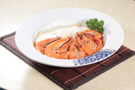 A cuisine photo of shrimp pasta