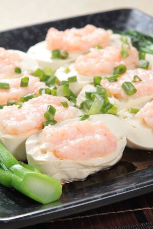 A cuisine photo of steamed shrimp and bean curd
