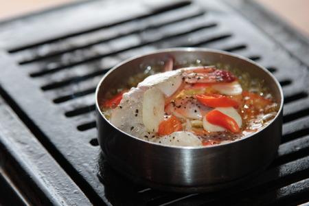Una foto de la cocina de camarones a la parrilla