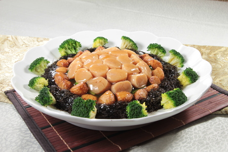 rust red: A cuisine photo of braised scallop