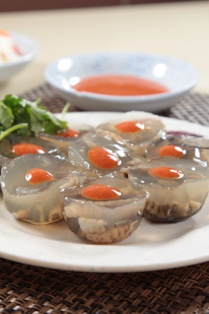 A cuisine photo of worm jelly