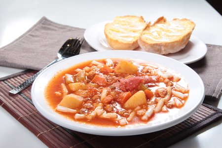 A cuisine photo of tomato macaroni