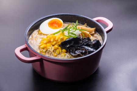 a cuisine photo of ramen