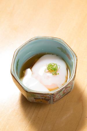 Lekker zelfgemaakt voorgerecht geserveerd in een kom Stockfoto