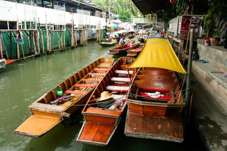 march� flottant: Dumnoen Saduak March� flottant de Tha�lande Editeur