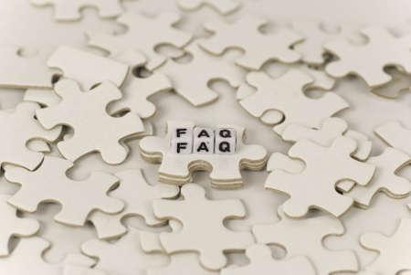 puzzelen: voorstelling van een raadselachtige vraag met behulp van puzzel-stukjes