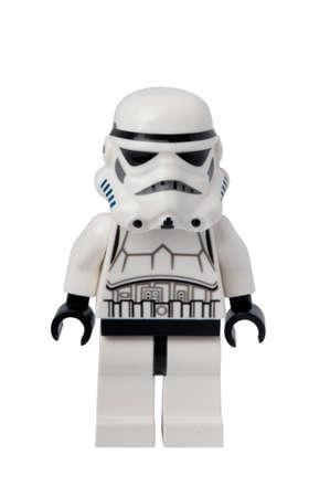 brinquedo: ADELAIDE, AUSTRÁLIA - 11 de setembro de 2014: Um estúdio disparou de um Stormtrooper minifigure Lego a partir da série de filmes Star Wars. Lego é popular entre as crianças e colecionadores de todo o mundo.