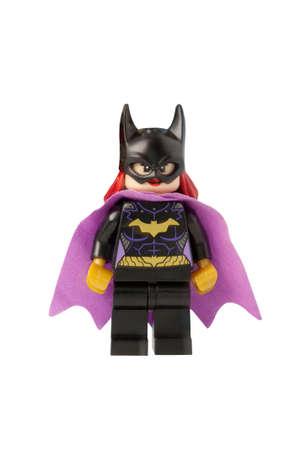 at bat: ADELAIDE, AUSTRALIA - 17 de octubre 2014: Un estudio tiró de una minifigure Bat Girl Lego de los cómics y películas de DC. Lego es extremadamente popular en todo el mundo con los niños y coleccionistas. Editorial