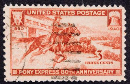 USA - Circa 1940: Een Geannuleerde postzegel van de VS illustreert Pony Express Anniversary, uitgegeven in 1940.