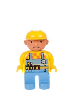 Adelaide, Australië - 13 november 2015: Een studio-opname van een Bob de Bouwer Lego duplo minifigure. Lego Duplo is desinged voor jongere kinderen met grotere blokken en figuren. Lego is zeer populair over de hele wereld met kinderen en verzamelaars. Redactioneel