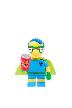 coincidir: Adelaide, Australia - 7 de septiembre de, 2015: Un estudio tiró de una serie 2 Fall Out Boy Lego Minifigure de la serie de televisión Los Simpson. Esta cifra es parte de una colección de 16 minifiguras liberados para coincidir con el lanzamiento de Simpson de Lego.
