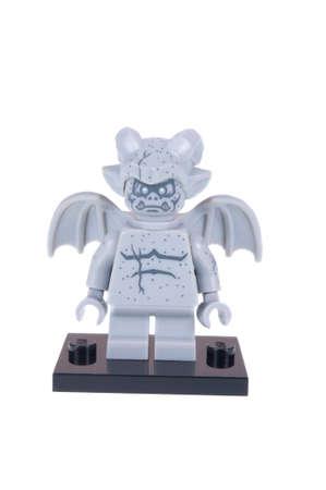 gargouille: Adelaide, Australie - le 26 Octobre, 2015: Un coup isol� d'un Gargouille Lego Minifigure de la s�rie 14 des jouets de collection lego figurine. Lego est tr�s populaire aupr�s des enfants et des collectionneurs du monde entier.
