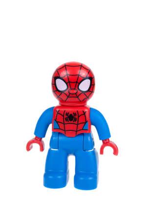Adelaide, Australië - 27 december 2015: Een studio-opname van een Spiderman Lego duplo minifigure. Lego Duplo is desinged voor jongere kinderen met grotere blokken en figuren. Lego is zeer populair over de hele wereld met kinderen en verzamelaars. Stockfoto - 50974004