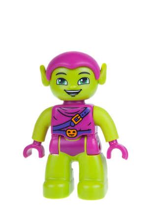 Adelaide, Australië - 27 december 2015: Een studio-opname van een Green Goblin Lego duplo minifigure. Lego Duplo is desinged voor jongere kinderen met grotere blokken en figuren. Lego is zeer populair over de hele wereld met kinderen en verzamelaars.