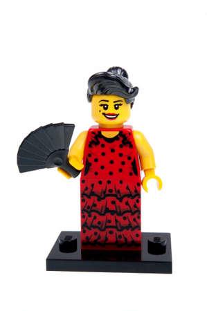 bailarina de flamenco: Adelaide, Australia - Diciembre 07 de 2015: Un estudio tiró de un bailarín de flamenco Serie minifigure 6 de Lego de Minifigure Serie 6. Lego es muy popular en todo el mundo con los niños y coleccionistas. Editorial