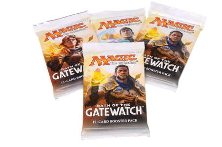 jeu de carte: Adelaide, Australia - February 23, 2016: A Studio image of unopened packets of the Magic the Gathering - Oath of the Gatewatch trading card game. Magic the Gathering trading cards are very popular worldwide with a large market for the cards and card torna