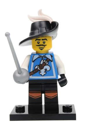 mosquetero: Adelaide, Australia - 18 de abril 2016: Un estudio tiró de un minifigure mosquetero de Lego de la edición de la serie 4 en 2011. Lego es muy popular en todo el mundo con los niños y coleccionistas.