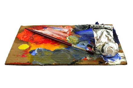 pallette: Une palette de peintre avec un pinceau et des tubes de peinture.