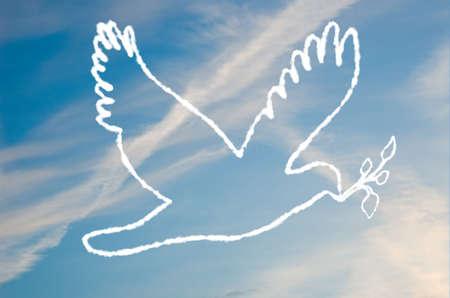 Una ilustraci�n de una paloma de la paz hecha de las nubes.  Foto de archivo - 6626348