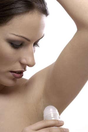 mujer usando desodorante  Foto de archivo - 8263212