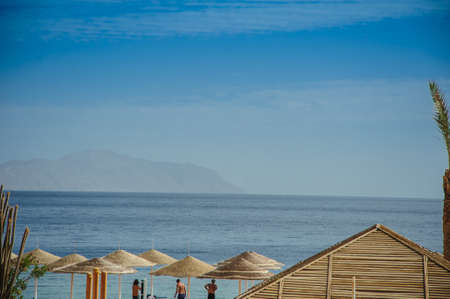 monte sinai: Rojo mar egipto vacaion arena cielo azul Foto de archivo