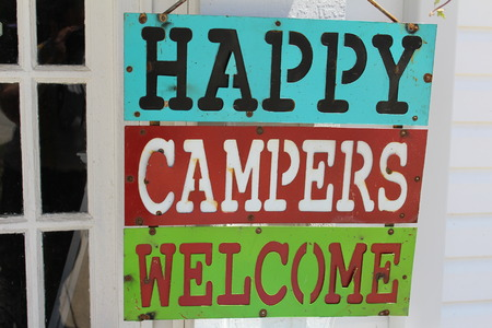Very colorful sign saying happy campers welcome Banco de Imagens