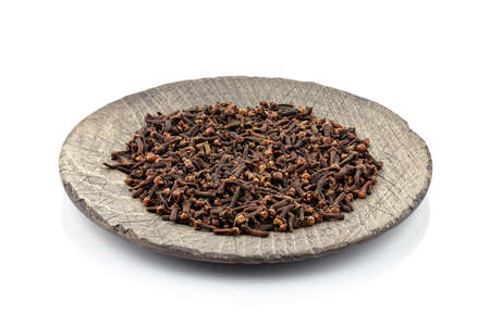 Cloves on a wooden plate