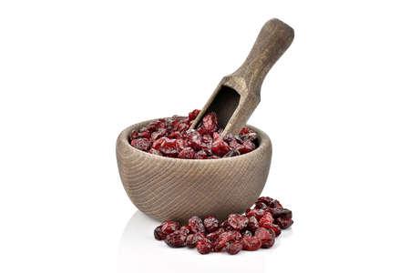 arandanos rojos: Ar�ndanos en un taz�n de madera