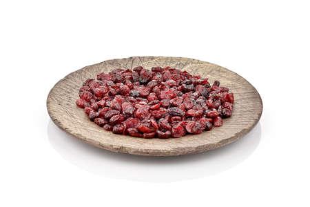 arandanos rojos: Arándanos en un plato de madera