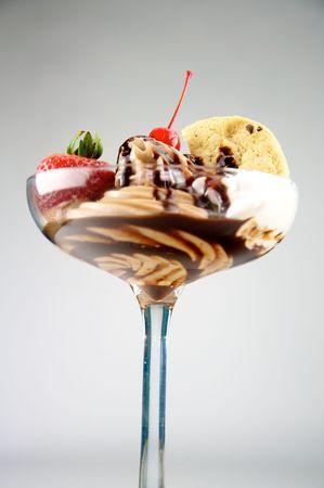 chocolate ice cream: Sundae en chocolat Banque d'images