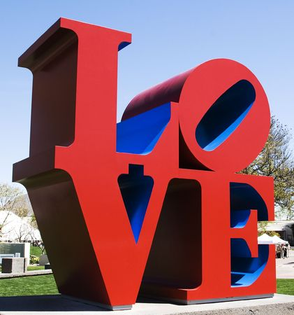 A brightly coloured, outdoor sculpture in a public park in Scottsdale, Arizona consists of red and blue letters spelling LOVE.  Banco de Imagens