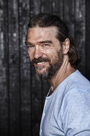 Happy bearded man looking at camera and smiling. 版權商用圖片