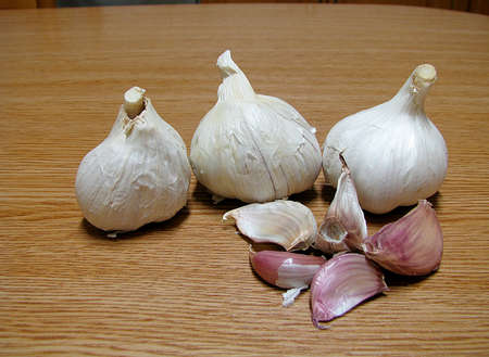 dry garlic heads on a table
