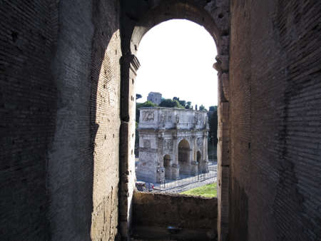 constantino: Constantino Arch seen from the Colosseum Stock Photo