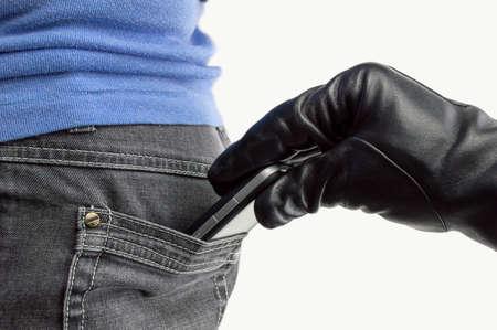 celulas: primer plano de una mano de un ladr�n robando el tel�fono a una mujer Foto de archivo