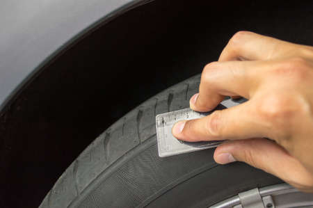 depth gauge: Profile measuring at a car tire
