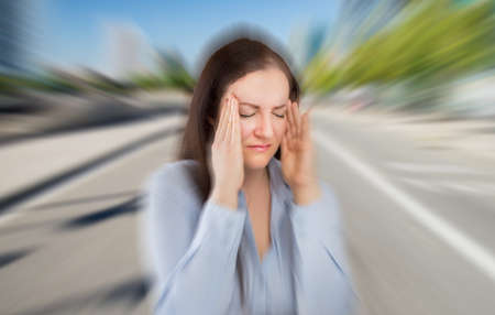 woman with severe headache with fraud on the city Stockfoto