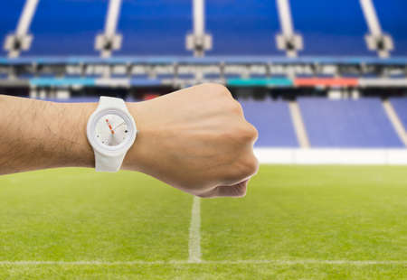 win win: exiviendo man a watch to indicate the beginning of the match