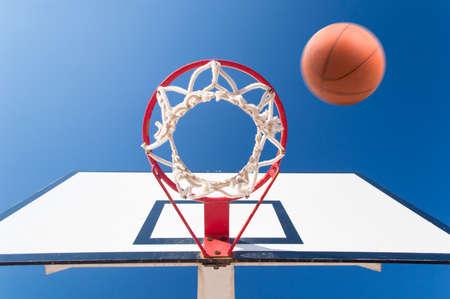 scoring: Scoring the winning points at a basketball game
