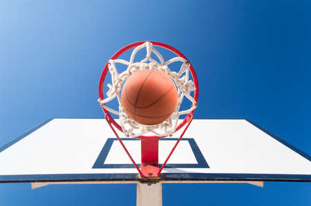 gym ball: Scoring the winning points at a basketball game and