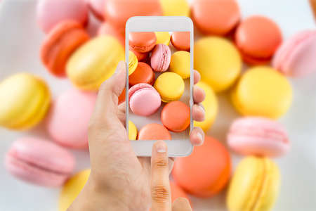 finger food: Photograph a macaroons with smartphone camera