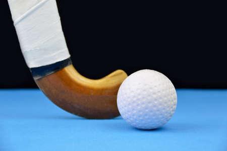 strijd voor de controle van de bal tijdens hockey spel