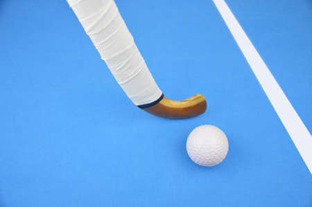 hockey sobre cesped: battle for control of ball during field hockey game