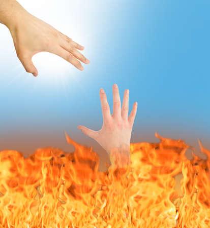 pacto: Dios hace un pacto con el diablo al estrechar la mano Foto de archivo