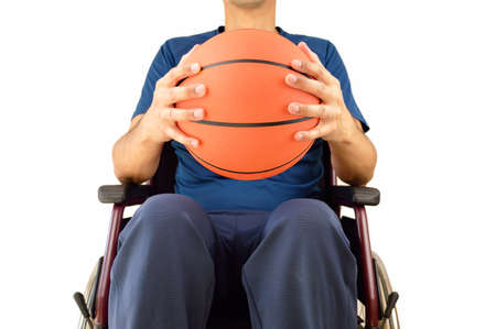 paraplegico: cropped basketball player in wheelchair isolated in white background