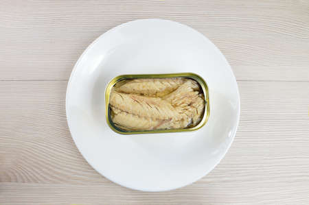 High angle shot of delicious canned mackerel with olives on rustic wooden table 版權商用圖片