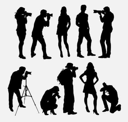 silueta masculina: Fotógrafo y modelo siluetas Vectores