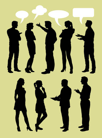 People talking with speech bubbles silhouette Vectores